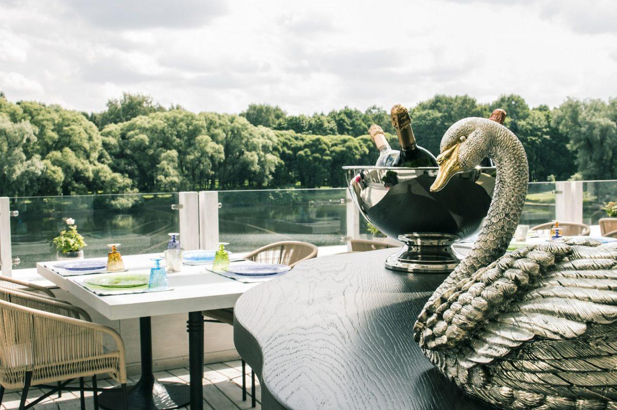 Os melhores restaurantes em São Petersburgo. Il lago dei signi